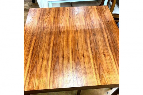 テーブルの花小金井家具