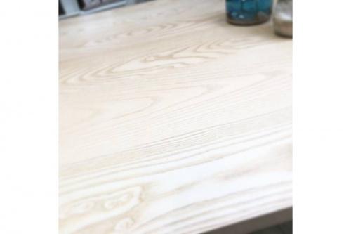 テーブルのダイニング