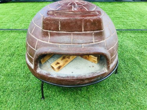 キャンプ用品のピザ窯