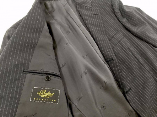スーツのBelvest