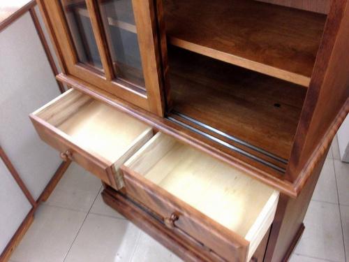 アンティークのカップボード・食器棚