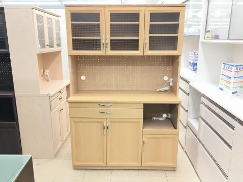 未使用のカップボード・食器棚