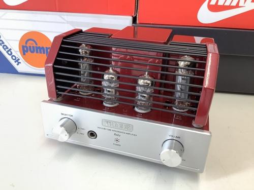 オーディオ機器のアンプ