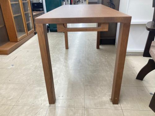 テーブルのボナシェルタデスク