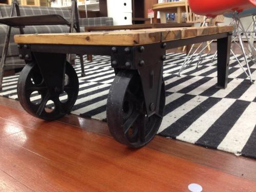 テーブルの所沢家具