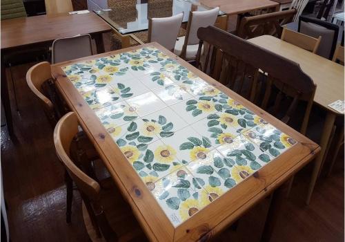 家具・インテリアのダイニングテーブル