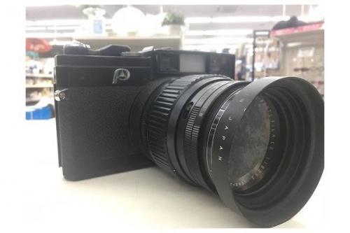 置物のフィルムカメラ