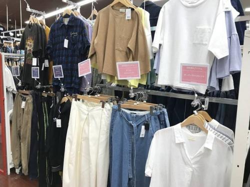 レディースファッションの衣類売場紹介