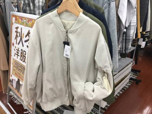 レディースファッションのMA-1
