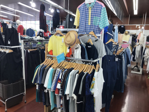 夏物売場のTシャツ アロハシャツ
