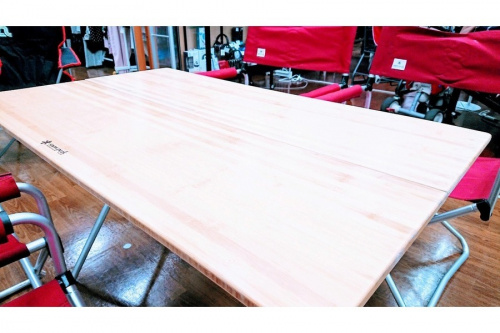 テーブルのチェア