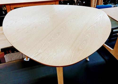 所沢 新座 秋津 入間 東村山 清瀬 西東京 家具のテーブル