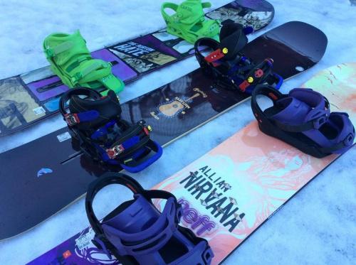 シーズンスポーツのスキー用品