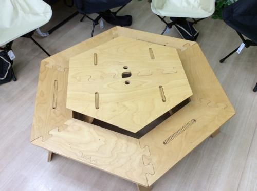 キャンプ用品のヘキサテーブル