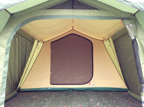 キャンプ用品のロッジテント