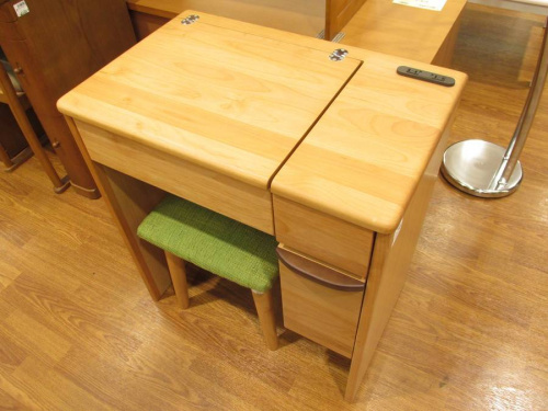 家具・インテリアのドレッサー