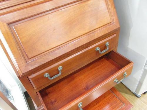 リサイクル家具の机