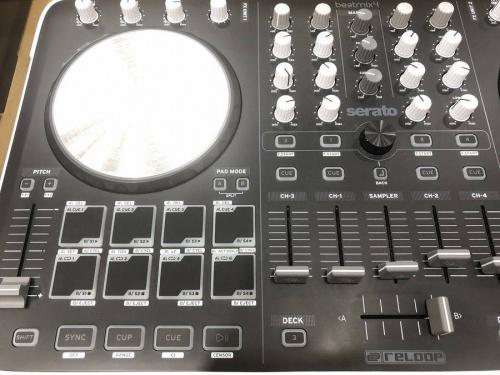 DJ楽器のミキサー