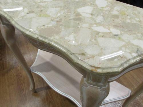 テーブルの大理石
