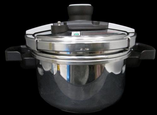 キッチン雑貨の圧力鍋