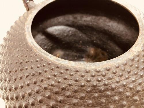 和食器の鉄瓶
