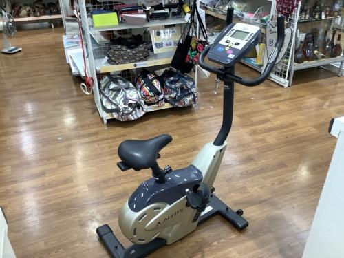 トレーニング用品のエアロバイク