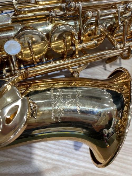 管楽器のアルトサックス