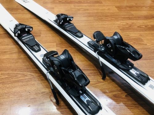 スキーのカービングスキー