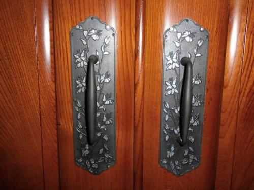 和箪笥の飾り金具
