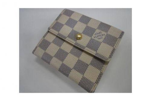 ブランド・ラグジュアリーの2つ財布