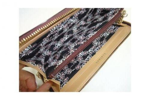 ラウンドファスナー財布のCLATHAS