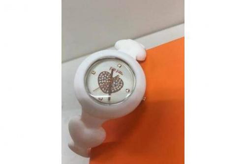 腕時計のFOLLI FOLLIE