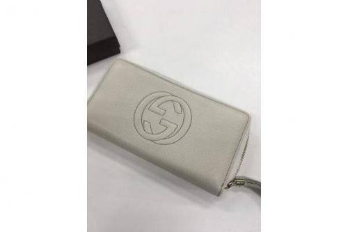 GUCCIのラウンドファスナー財布