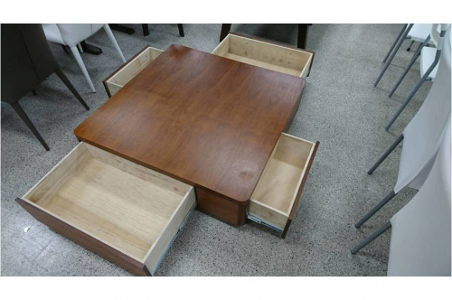 テーブルのローテブル