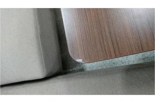 コーナーソファーの昇降式テーブル