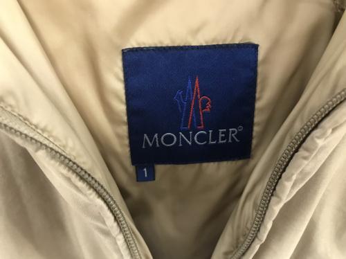 ジャケットのMONCLER