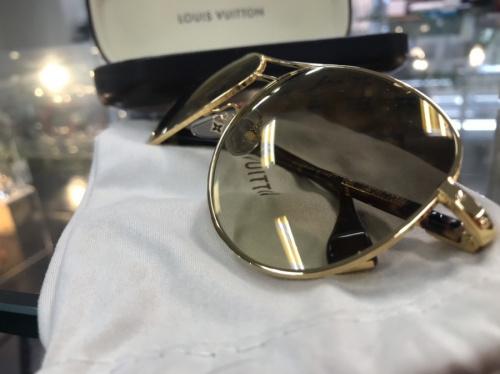 アクセサリーのサングラス