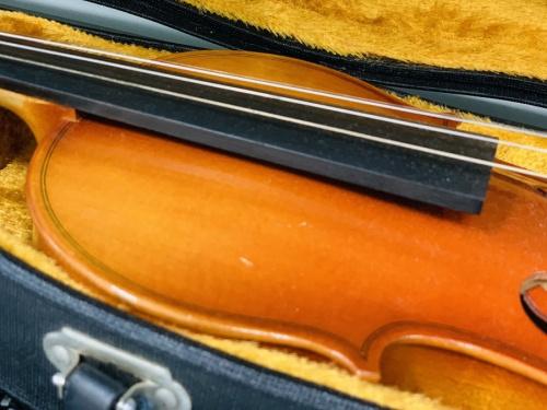 ギター ベース ドラム ウクレレ エフェクター アンプ トランペット サックス フルートのバイオリン