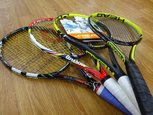 スポーツ用品のテニス
