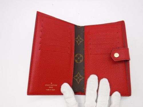 二つ折り財布のハンドバッグ