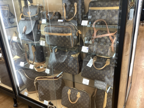 LOUIS VUITTON 八尾