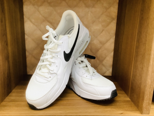 Nike(ナイキ)のadidas(アディダス)