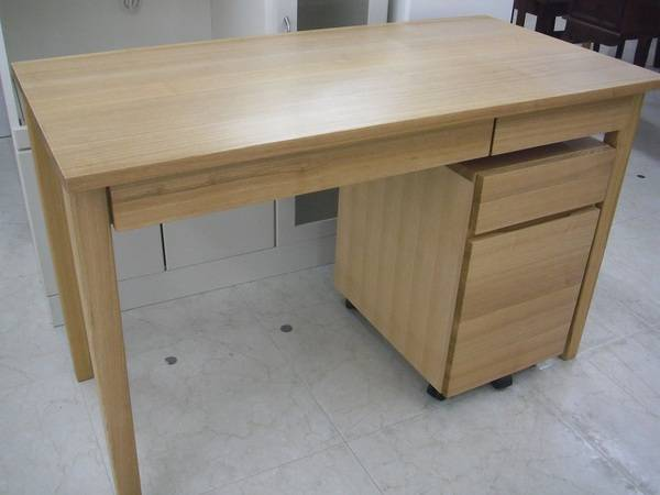 無印良品の机、椅子、収納 − 東京都