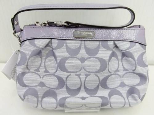 ハンドバックの財布
