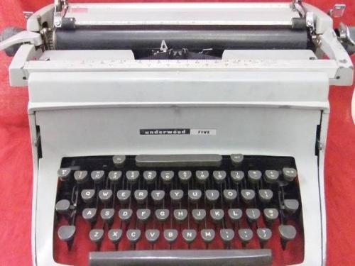 ヴィンテージ雑貨 大和のタイプライター