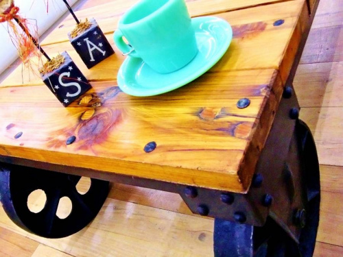 特選家具のセンターテーブル