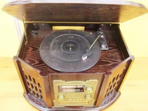オーディオ機器のレコードプレーヤー