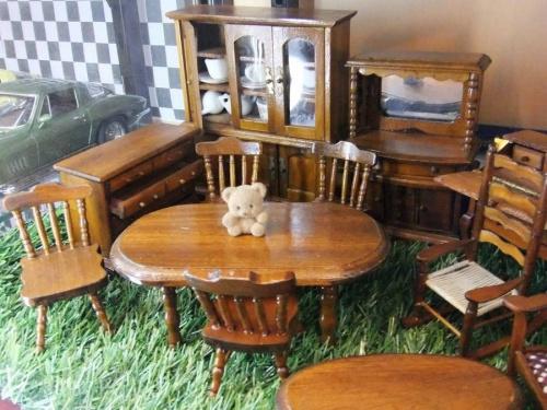 アンティークのミニチュア家具