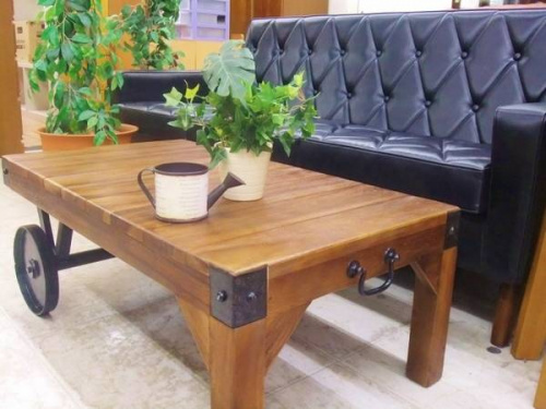 家具・インテリアのトローリーテーブル