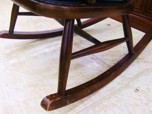 秋田木工のロッキングチェアー
